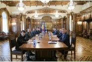 Premierul Ludovic Orban a participat la ședința de evaluare și prezentare a măsurilor cu privire la gestionarea epidemiei COVID-19, împreună cu președintele Klaus Iohannis și membri ai cabinetului Orban