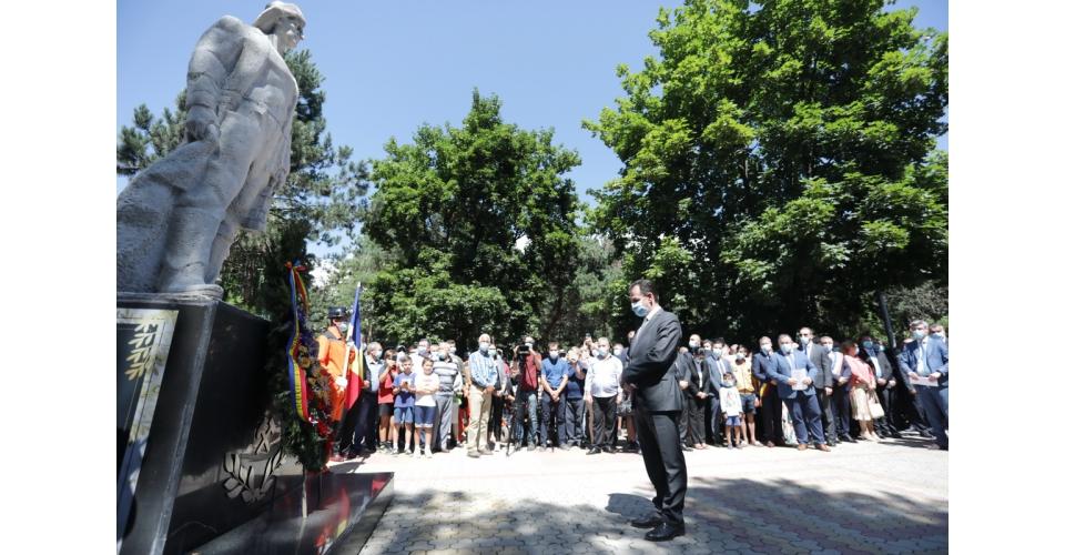 Premierul Ludovic Orban a participat la depunerea de coroane la Statuia minerului - Parcul Central(...)
