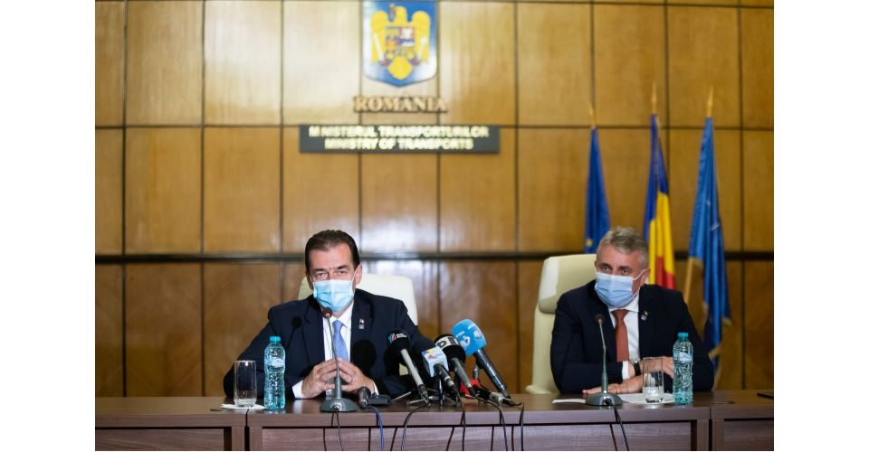 """Participarea premierului Ludovic Orban la semnarea contractului """"Reabilitare linie de cale(...)"""