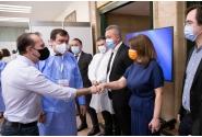 """Vizita premierului Florin Cîţu la centrul de vaccinare organizat la Sala Palatului, în contextul """"Maratonului vaccinării – Ediția București"""", 7-10 mai 2021"""