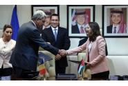 Ceremonia de semnare a unor documente în prezenţa celor doi premieri